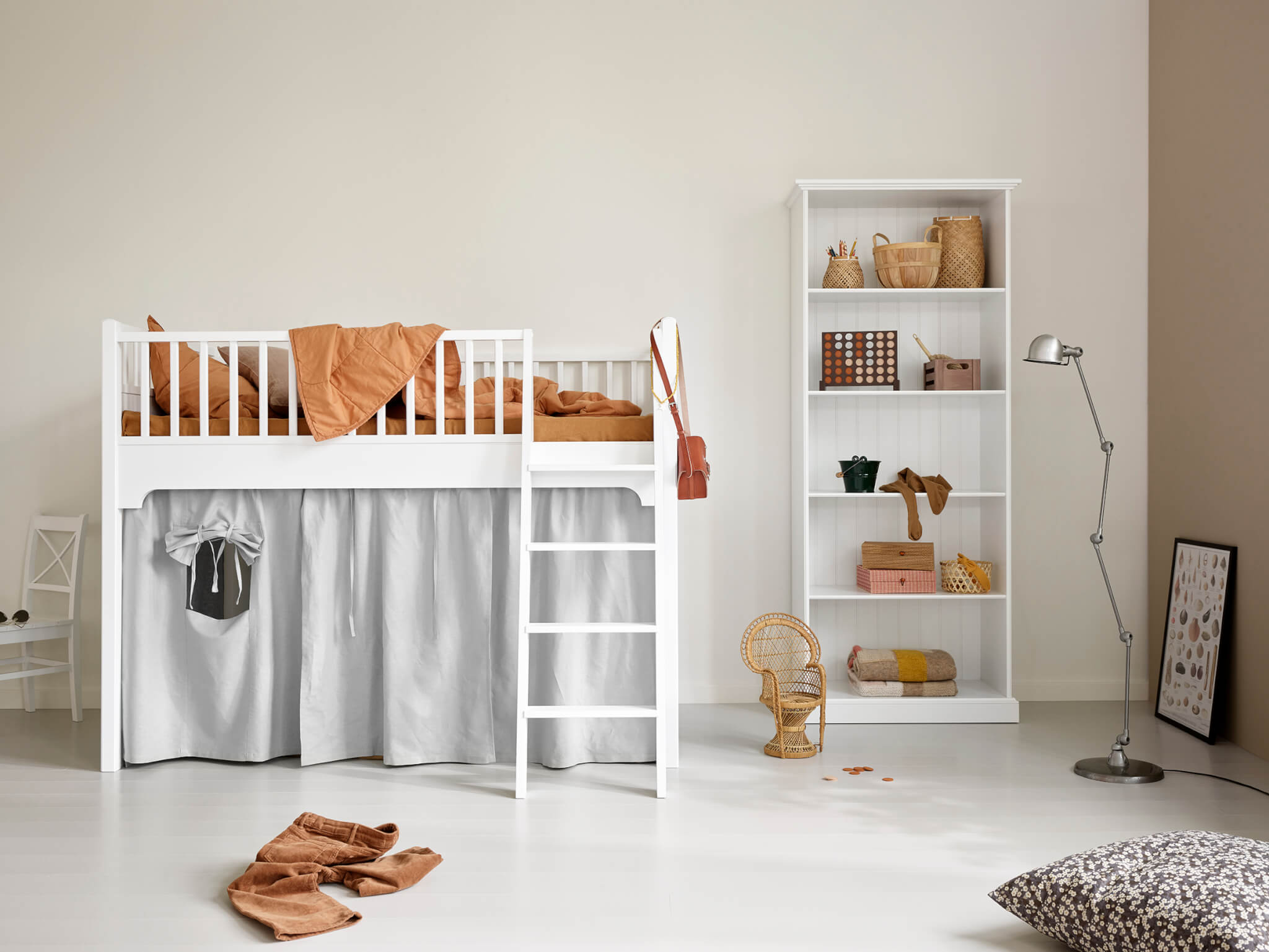 OLIVER FURNITURE Seaside halbhohes Spielbett mit Regal