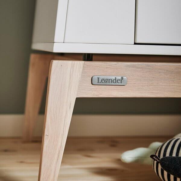 Leander Luna Kleiderschrank weiss - Sockel