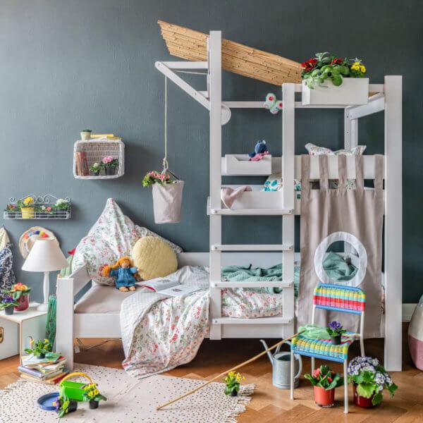 Bruno's Baumhausbett weiss im Kinderzimmer