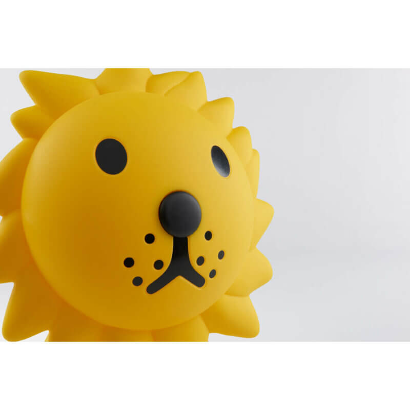 Mr Maria Starlight Lion - Web