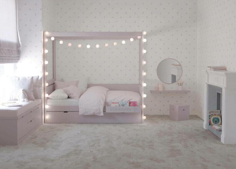 MUBA Himmelbett mit Nachttisch