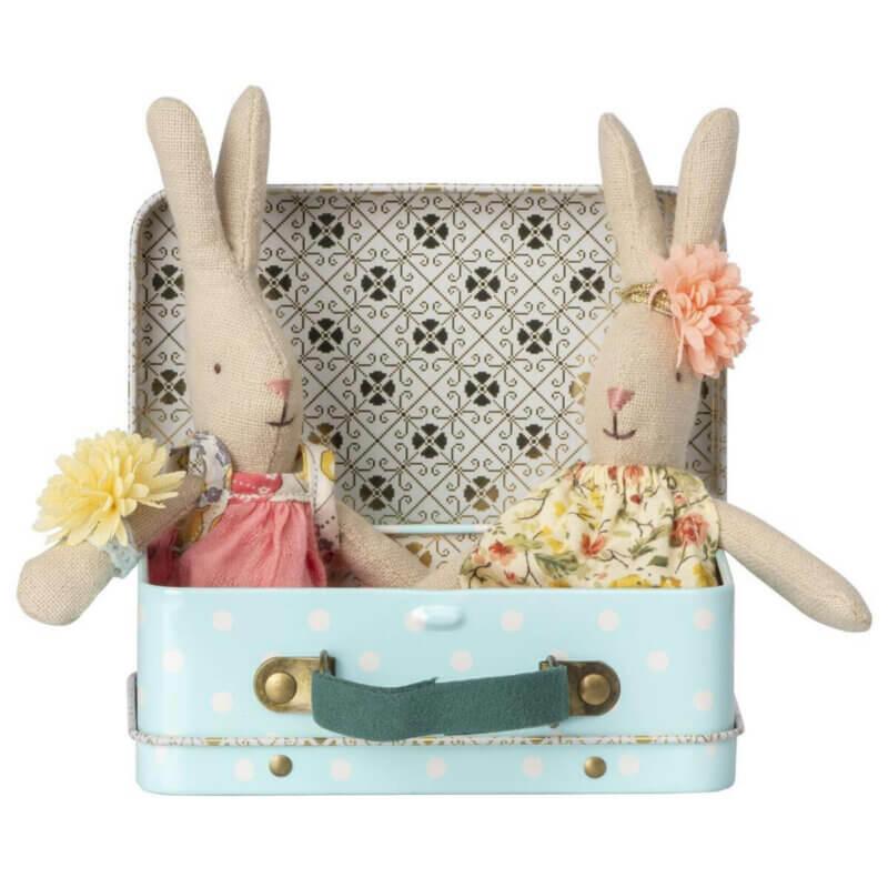 Maileg Koffer mit zwei Kleidersets und Hase_Web