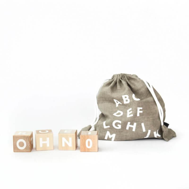 Ooh Noo Alphabet Holzklötze weiss