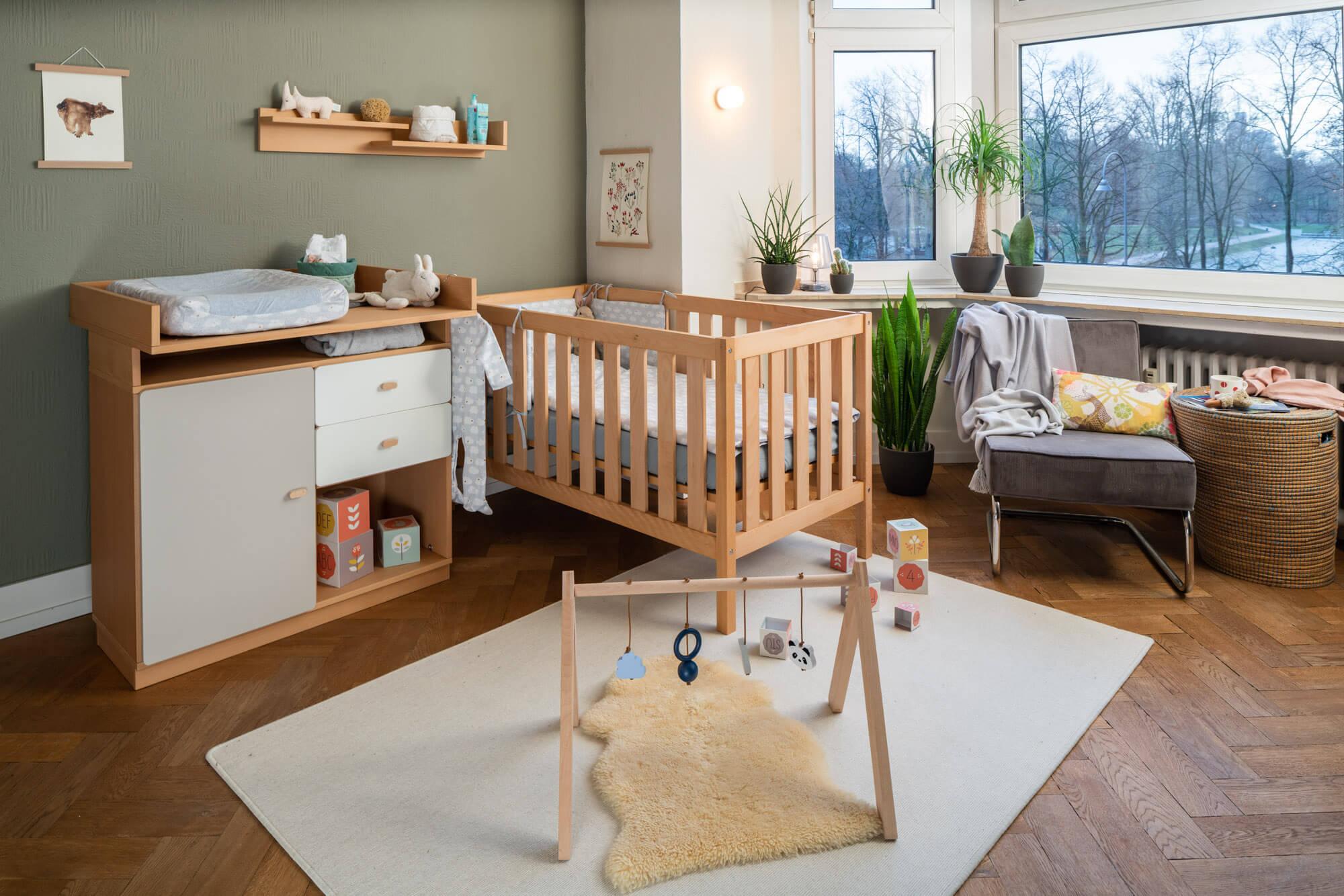 Babyzimmer von de Breuyn - Babybett und Wickelkommode
