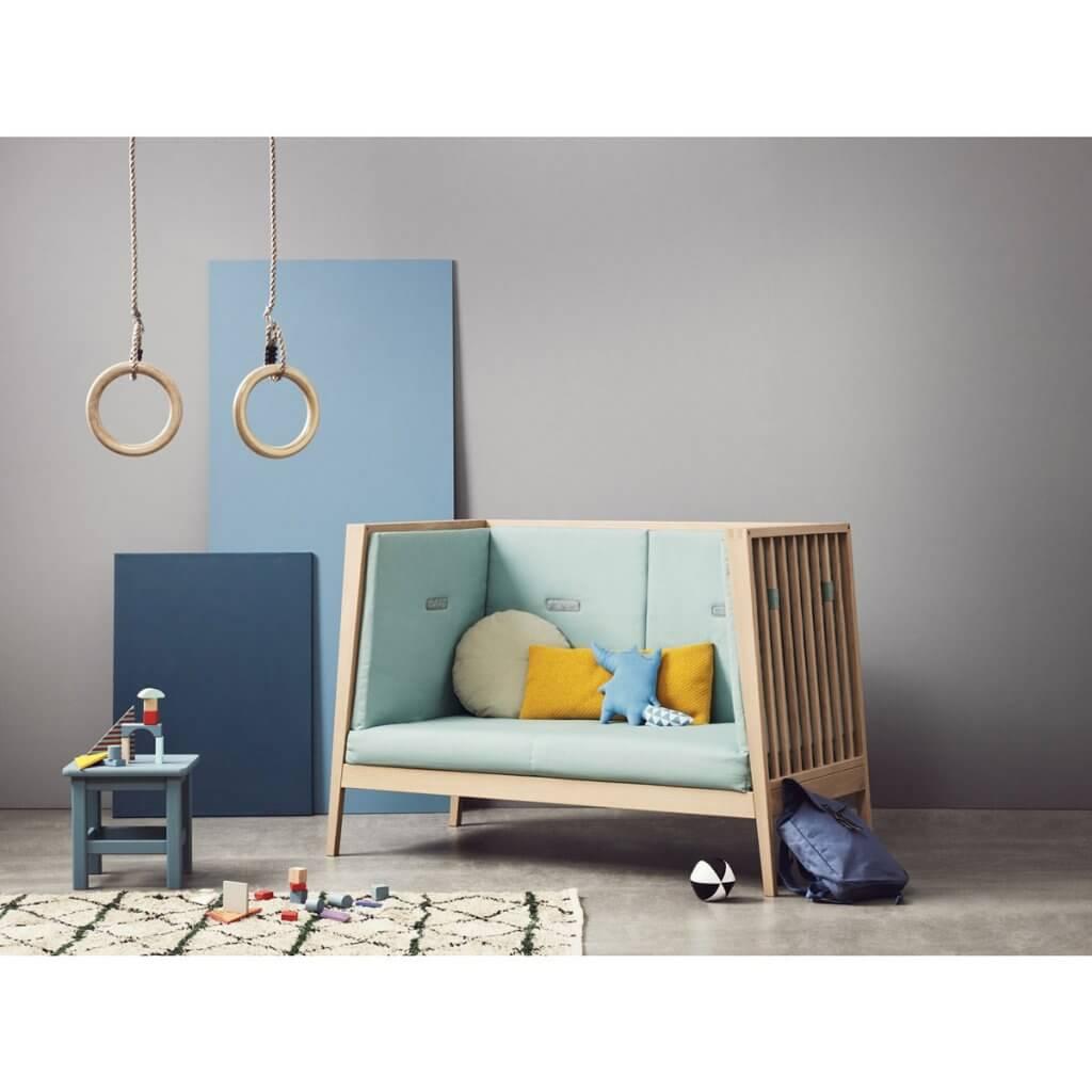 Leander Linea Babybett Ambiente als Sofa
