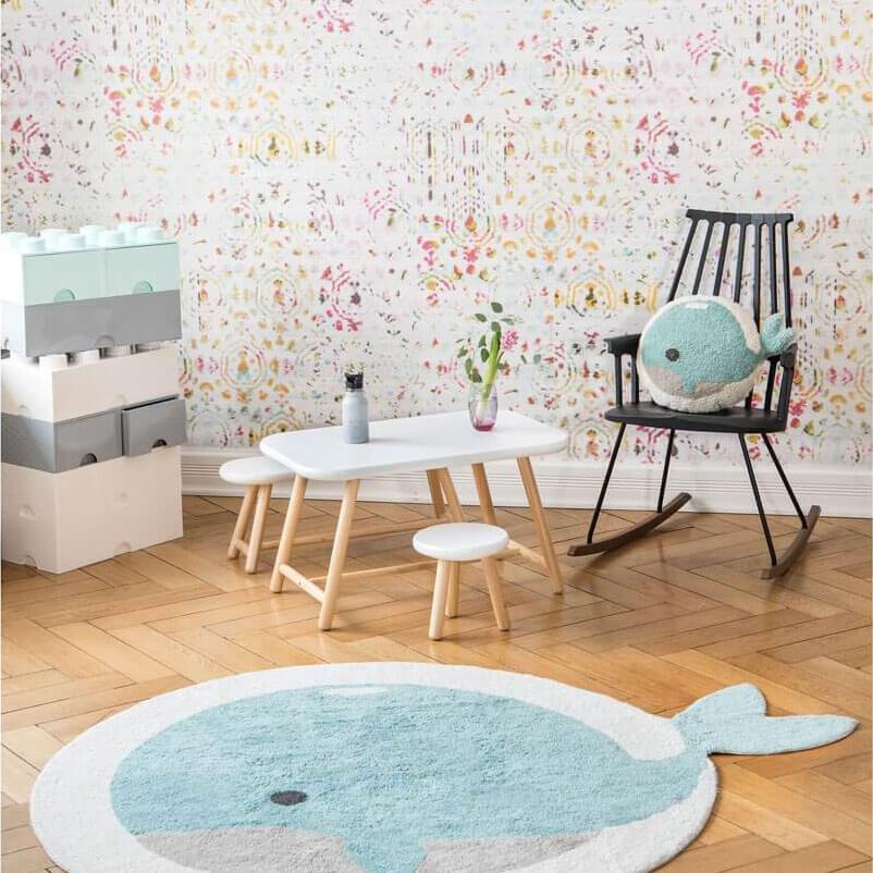 Buntes Kinderzimmer mit Teppich Wal